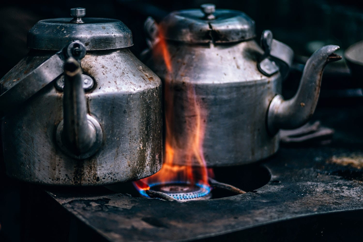 2 kettles on stove