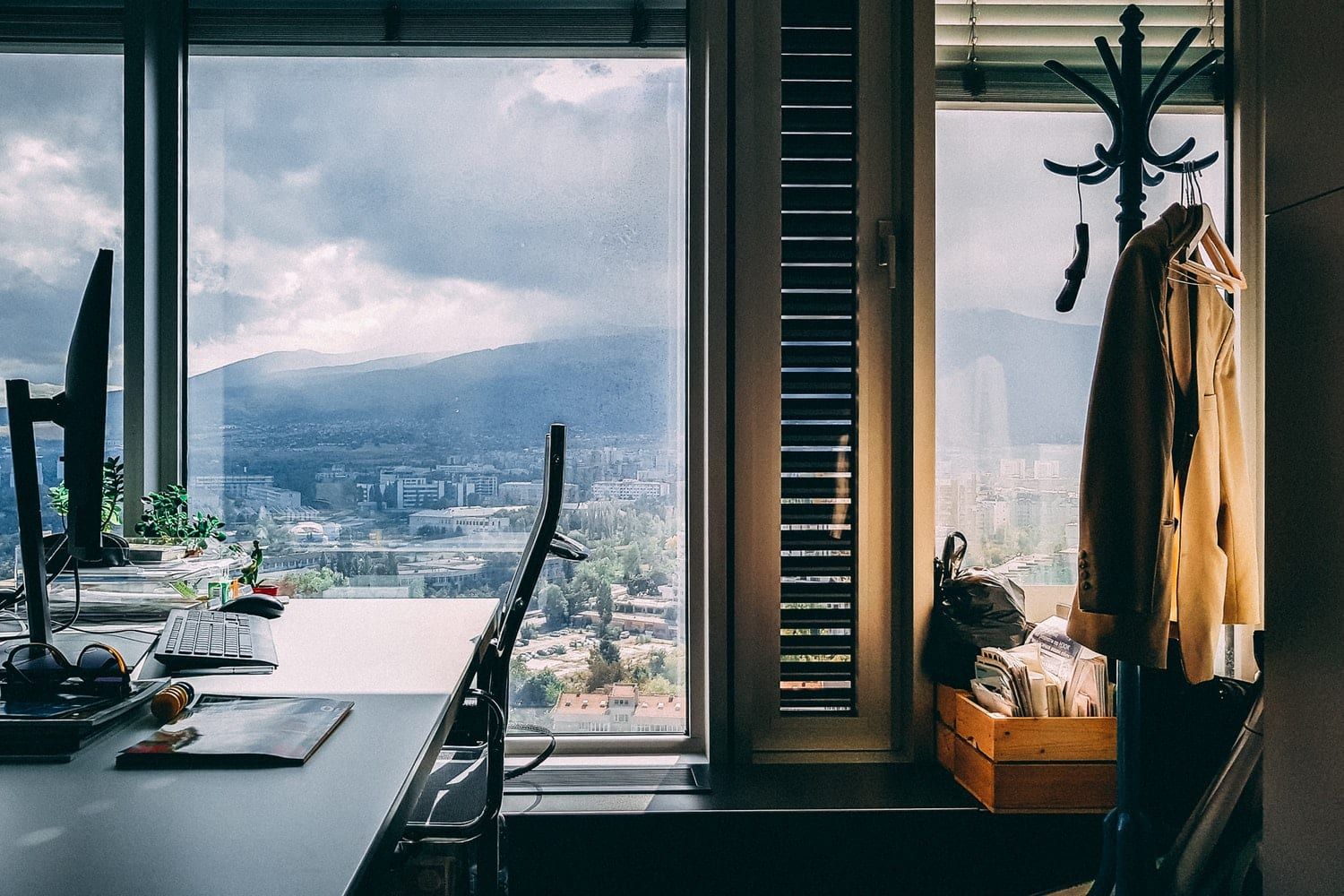 best thing to clean windows window cleaning 101 the best way to clean windows glimmr